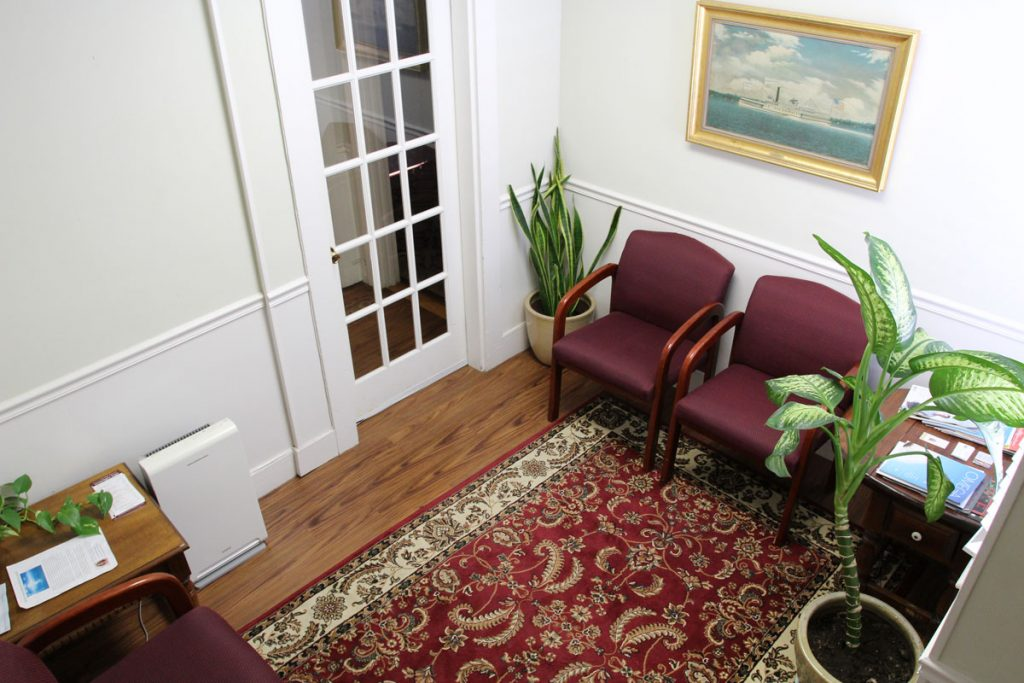 massage-healing-newport-waiting-room